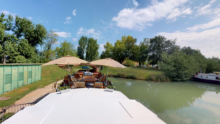 Barge-Rosa-Luxury-canal-cruises-in-France-04282018_163355