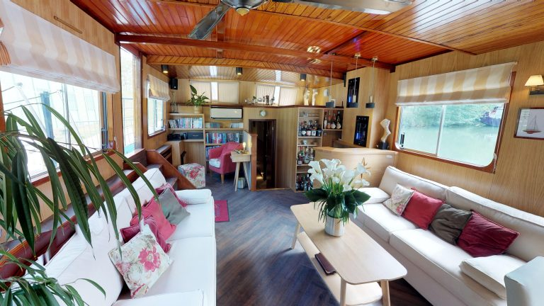 Barge-Rosa-Luxury-canal-cruises-in-France-05232018_090351