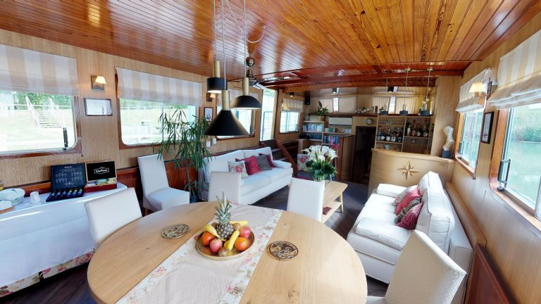 Barge-Rosa-Luxury-canal-cruises-in-France-05232018_090412