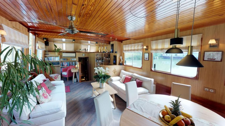 Barge-Rosa-Luxury-canal-cruises-in-France-05232018_090442