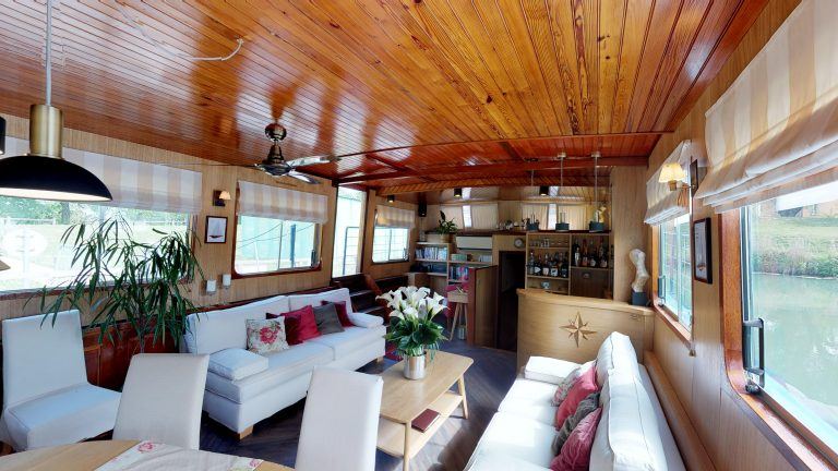 Barge-Rosa-Luxury-canal-cruises-in-France-05232018_090540