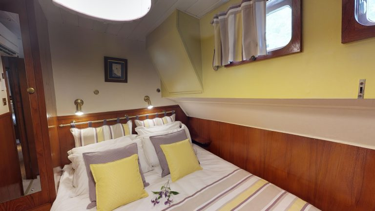 Barge-Rosa-Luxury-canal-cruises-in-France-05232018_090829