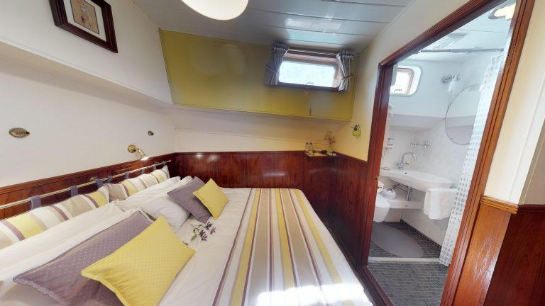 Barge-Rosa-Luxury-canal-cruises-in-France-05232018_091415