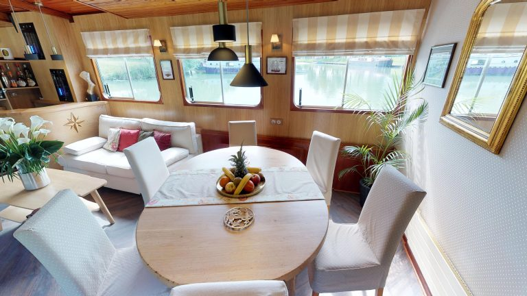 Barge-Rosa-Luxury-canal-cruises-in-France-Dining-room