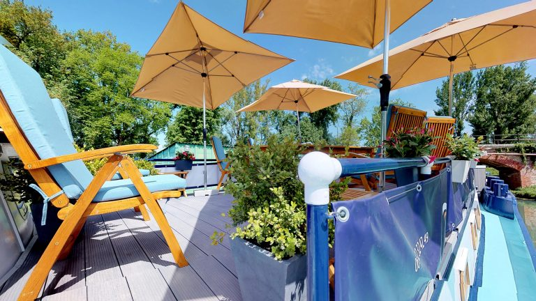 Barge-Rosa-Luxury-canal-cruises-in-France-Sun-deck